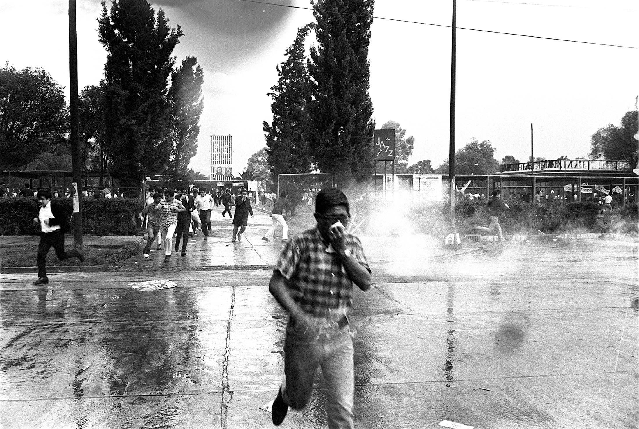Bazokazo en la Preparatoria No. 1, en 1968. Foto : Armando Salgado